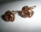 GORGEOUS, Copper/Rose Gold filled screwback VINTAGE earrings, aprox 1 inch diameter ROSE Shape,Clean, nicely done brass screwback
