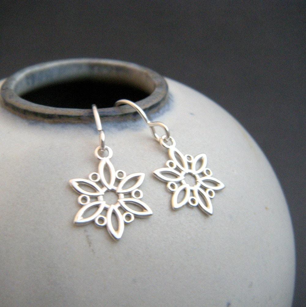 small silver snowflake earrings. simple silver earrings.