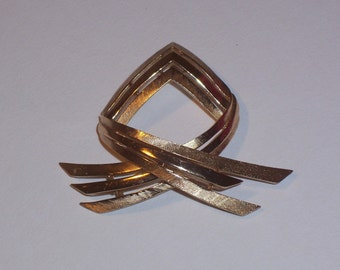 Vintage Trifari Brooch or Pin
