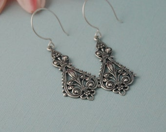 Antique Silver - bohemian earring - filigree - chandelier