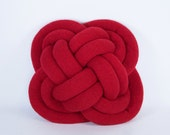 Turk's Head Notknot pillow in red