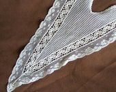 Vintage Ladies Ivory V-neck Lace Collar and one Matching Cuff