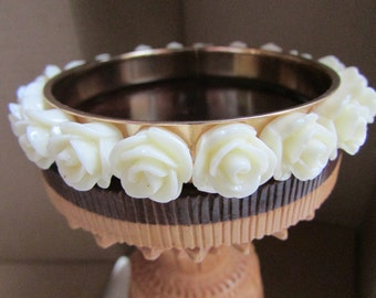 Very unique vintage bracelet with carved roses