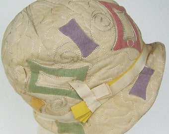 Vintage 1920s Ivory with Multicolor Shapes Flapper Cloche