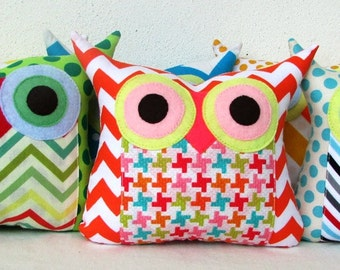 Wholesale +15% off /15 Owl pillows/Zig zag and dots /owl party favor/ Express shipping/you choose colour/make to order