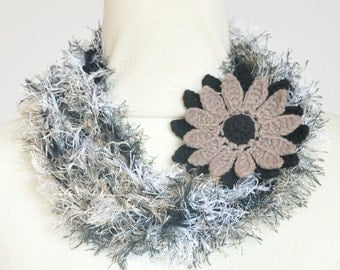 Puffy Rope - Daisy - Black - Handknitted Long Narrow Scarf wz Crochet Flower