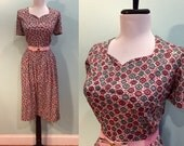 ON SALE Vintage 1950's Short Sleeve Pink & Grey Button Print Dress Size Medium