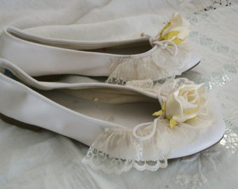 Wedding Rose White Ballet Flats with Lace Cream Silk Roses Wedding Orig Design Size 10 M Brand New