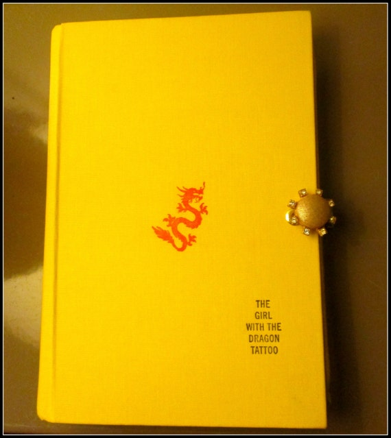 Book clutch the girl with the dragon tattoo by vivalasvixens for Girl with dragon tattoo books in order