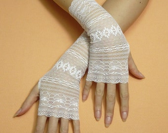 Elegant Romamtic Fingerless Gloves in White, Bridal Mittens, Baroque, Gauntlets, Victorian Lace Armwarmers in Regency and Boho Style