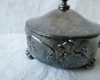 Vintage Silverplate Powder Box, Quad Plate Trinket  dish with Lid, Quadruple Plate, grapevine motif