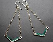 40% OFF Modern Hammered Green Onyx Gemstone Chandelier V Earrings - MAYSA