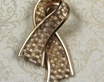 Vintage Trifari Woven Gold Ribbon Brooch
