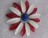 Vintage red & white enamel flower pin flower brooch with blue center