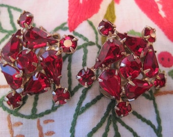 Vintage WEISS Ruby Red Rhinestone Clip on Earrings Christmas Holidays