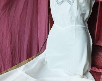 Vintage 1950s/60s White Barbizon Slip / Metal Side Zipper, Large Ruffle Hem / Size 12 Miss