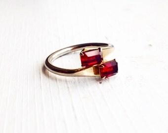 Dark Red Rhinestone Ring / Vintage 6.5 / Garnet / Prong Set / Gold