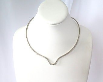 Silver metal choker, hammered non tarnish collar with U detail, wire pendant slide, gift under 30