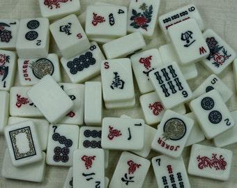 Set of 5 Vintage White Bakelite Mahjong Tiles from the 1940s. VPR412