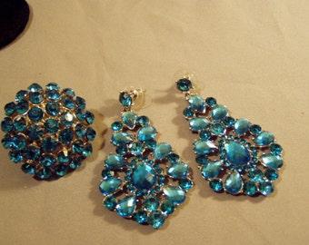 Vintage 1980s Bright Turquoise Rhinestone Lg Ladies Ring & Pierced Earrings Set  7725