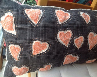 Freehand machine embroydery Art pillow, soft wool and appliqué knitted Hearts