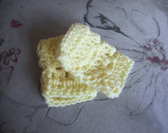 Lemon Wedges  . Child / Toddler. Fingerless crochet Gloves Mittens hand warmers wristers dainty pale yellow Toddler girl fashion photo prop