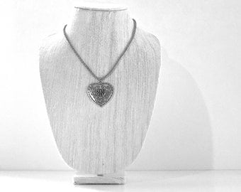 Valentine's Heart Silver Metal Lariat Necklace, Engraved Pattern, Cord Chain