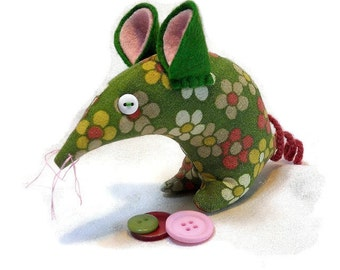Retro  Mouse 70s Daisy in Green, Pink and Yellow Vintage Fabric