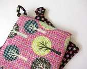 Pair of Reversible Potholders: Be Green Recycle trees and Dots on Black