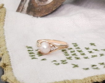Vintage Solid 14K--Gorgeous AKOYA Pearl and Natural Mine DIAMOND Ring ---Genuine Saltwater Cream Pearl Size 7.5