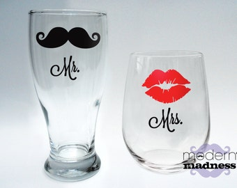 Mr and Mrs Glasses - Set of 2 - stemless wine - pilsner - wedding