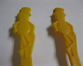 Peanut Butter Spreader Knife Mr. Peanut CUTE Fun For All Ages Useful Everybody Loves a NUT Planters Yellow Set of 2 For Price of One Bargain
