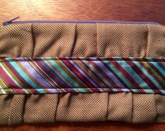 Half-Windsor. A hip clutch made from upcycled menswear