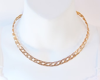 Vintage Signed Avon Pearlesque Treasures Goldtone Gold Tone Faux Pearl Woven Braided Herringbone Chain Necklace in Original Box NIB