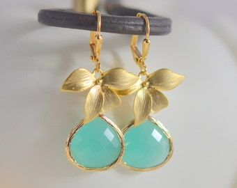 Mint Aqua Dangle Earrings with Gold Flower. Bridesmaid Earrings. Dangle. Drop. Birdal Party Gift. Jewelry Gift for Her.  Wedding Jewelry.