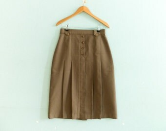 Vintage light brown skirt / pleated front / high waisted / a line / knee length / midi / medium