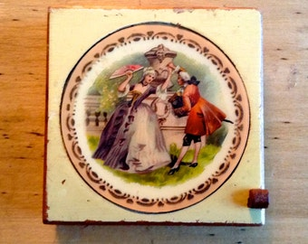 Victorian Pressed Powder Compact