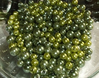 500 Glass Beads In Green