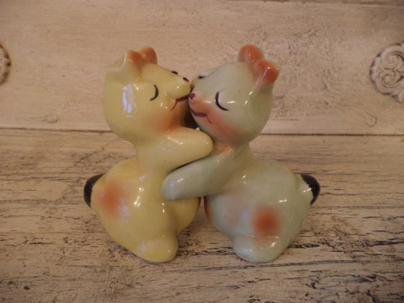 Van telligen bunny hug salt and pepper by thebeezkneezvintage - Salt and pepper hug ...