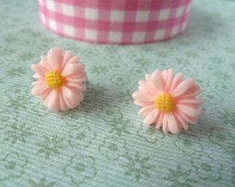 Daisy earring studs - pink, cabochon, flower, yellow, earrings