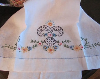 "Towel Vintage Embroidered Ivory Cotton Linen Tea Hand Towel - 16"" x 28"""