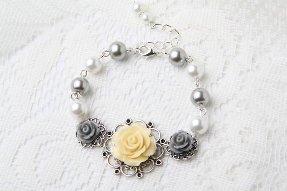 jaune et gris de demoiselle d 39 honneur rose bracelet. Black Bedroom Furniture Sets. Home Design Ideas