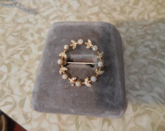 Vintage Gold Tone Pearl Rhinestones Cirlce 1950s to 1960s Leaves