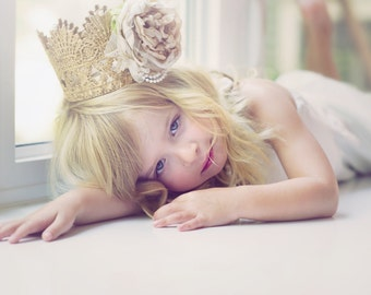 Large Gold Crown With Champagne Nude Flower