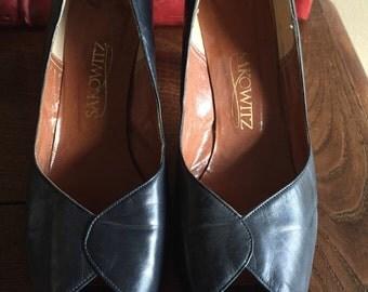 Sakowitz navy pumps vintage heels