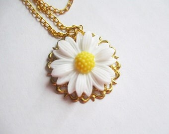 Daisy necklace - flower pendant on golden filigree & chain - white and yellow