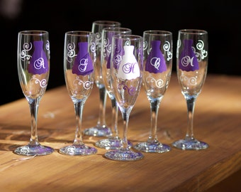 8 Bridesmaids gift champagne flutes, plum purple personalized, bachelorette favors. Matron of Honor, Maid of Honor, Bridesmaid gift idea