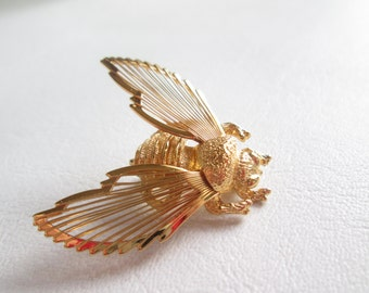 Vintage Gold Tone Bee Pin Monet