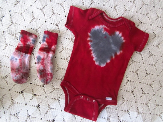 Tie dye set, 6-9 month size!  burgundy/red with a silver grey heart, 250