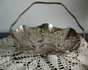Silver plated basket with handle, Leonard basket, small candy dish, 7 inch basket